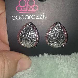 Paparazzi clip on earrings.